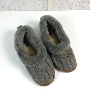 be9767e8c58b Women s Ugg Cable Knit Slippers on Poshmark